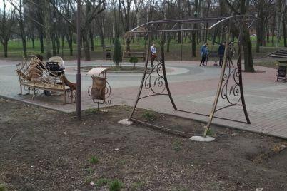 alleya-vypusknikov-v-zaporozhe-ostalas-bez-kachelej-foto.jpg