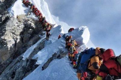 alpinisty-zavalili-musorom-sklony-everesta.jpg