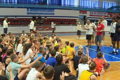 amerikanskie-basketbolisty-nauchili-zaporozhskih-detej-sekretnym-priemam-igry.jpg