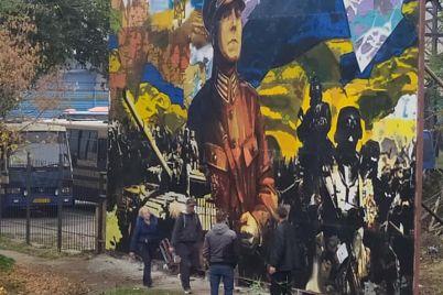 avtor-patriotichnogo-muralu-yakij-prezentuvali-v-zaporizhzhi-rozpoviv-pro-svoyu-robotu.jpg