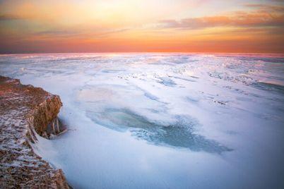 azovska-arktika-yak-more-na-dalnij-kosi-berdyansku-skuvalo-krigoyu.jpg