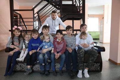 bagatoditna-rodina-z-zaporizhzhya-otrimala-vlasne-3-poverhove-zhitlo.jpg