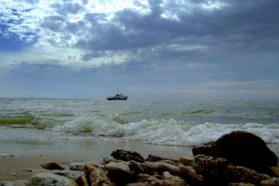 belye-barashki-na-volnah-i-veter-kak-na-azovskom-more-bushuet-shtorm-video.jpg