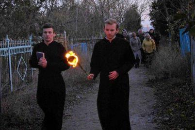 berdyanskie-studenty-proveli-ekskursiyu-po-staromu-kladbishhu.jpg