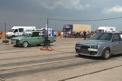 berdyanskij-aeroport-peretvorivsya-na-majdanchik-dlya-dragrejsingu.jpg