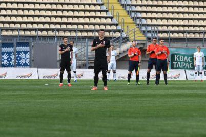 bez-zritelej-i-rukopozhatij-na-zaporozhskom-stadione-sostoyalsya-futbolnyj-match-zari-i-kolosa-fotoreportazh.jpg