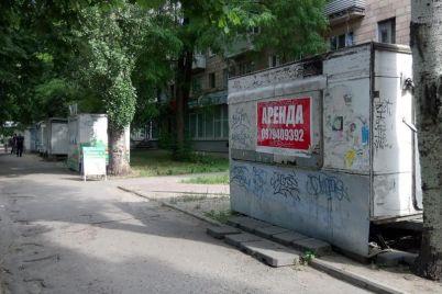bilya-voznesenivskogo-rinku-pribrali-ryadok-z-mafiv.jpg