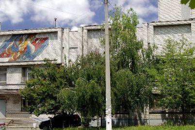 bilya-zaporizkogo-pologovogo-budinku-e284963-oblashtuvali-teritoriyu-dlya-vidpochinku.jpg