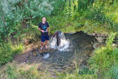bloger-pokazal-rodnik-s-vkusnoj-vodoj-v-zaporozhskoj-oblasti-foto.jpg