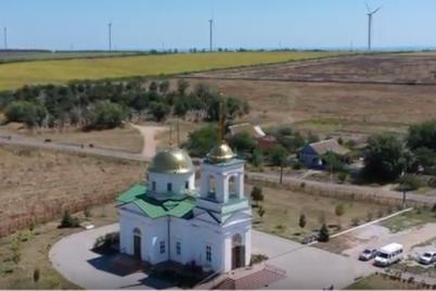 bloger-pokazal-samyj-staryj-hram-zaporozhskoj-oblasti-s-vysoty-ptichego-poleta.png