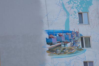 bloki-zaes-i-zhuravel-v-nebe-v-energodare-sozdayut-pervyj-v-gorode-mural-foto.jpg
