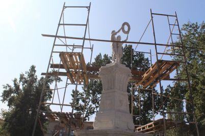 budet-toch-v-toch-v-skvere-pionerov-ustanovili-skulpturu.jpg