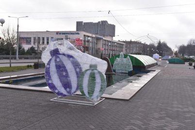 bulvar-shevchenko-v-zaporozhe-ukrashayut-figurami-skazochnyh-geroev-foto.jpg