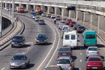 buryak-prosit-spasatelej-dat-specztehniku-dlya-evakuaczii-avto-s-mostov.jpg