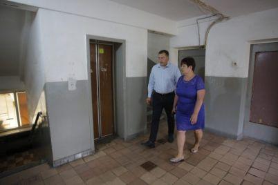 chetyre-goda-bez-liftov-v-zaporozhskom-obshhezhitii-vozobnovili-rabotu-podemnikov.jpg