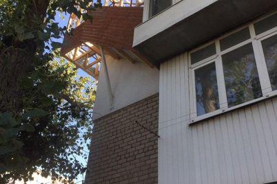 chi-ponese-vidpovidalnist-vlasnik-berdyanskogo-czar-balkonu-za-pribudovu-na-dahu.jpg