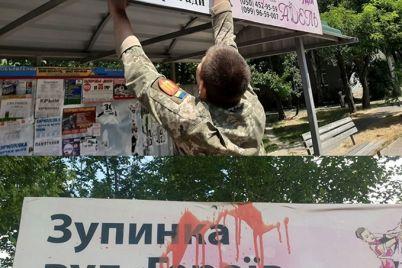 chto-za-lyudi-vandaly-isportili-tablichku-na-ostanovke-uliczy-geroev-55-j-brigady-1.jpg