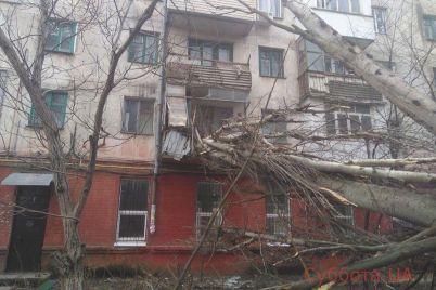 cziklon-yuliya-polnostyu-unichtozhil-balkon-v-zhilom-dome-v-zaporozhskoj-oblasti-foto.jpg