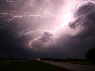 Гроза и пожароопасность: в Запорожье объявили штормовое предупреждение