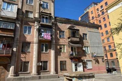 da-chto-zh-takoe-v-zaporozhe-izurodovali-ocherednoj-fasad-istoricheskogo-doma.jpg