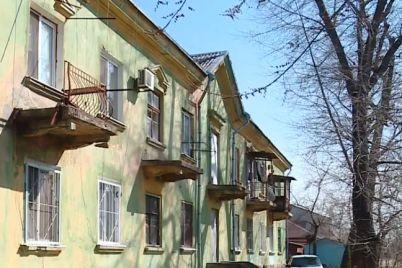 dah-perekrili-vpala-stelya-meshkanczi-kolishnogo-gurtozhitku-v-zaporizhzhi-stiknulis-z-komunalnimi-problemami.jpg