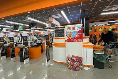 dengi-ne-nuzhny-tolko-korm-v-supermarketah-zaporozhya-sobirayut-edu-dlya-bezdomnyh-zhivotnyh-foto-1.jpg