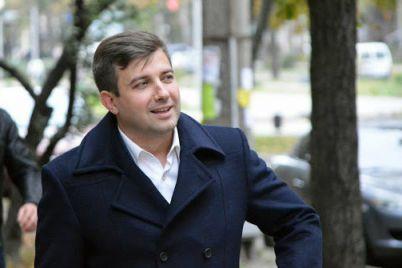 deputat-zaporozhskogo-oblastnogo-soveta-zadeklariroval-bolee-milliona-griven-dohoda-semi.jpg
