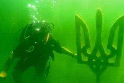 desyatki-metrov-pod-vodoj-zaporozhskie-vodolazy-otkryli-neobychnuyu-ekspozicziyu-na-dne-karera-video.jpg