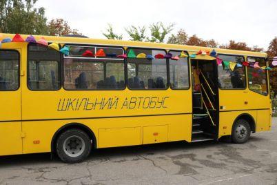 detej-iz-zaporozhskih-sel-v-shkoly-budut-vozit-na-novenkom-avtobuse-foto.jpg