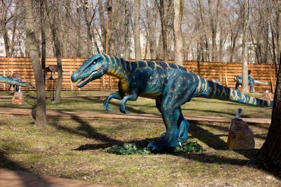dinozavrov-privezennyh-v-zaporozhe-pokazali-pered-otkrytiem-lokaczii-foto.jpg