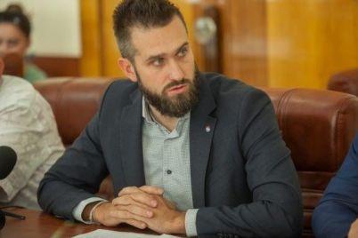 direktor-zaporozhskih-teplosetej-zadeklariroval-420-tysyach-griven-zarplaty-i-40-tysyach-dollarov-nalichkoj.jpg