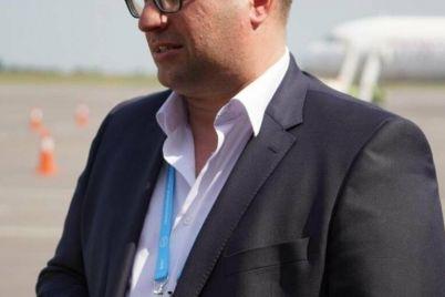 direktor-zaporozhskogo-aeroporta-zadeklariroval-80-tysyach-dollarov-nalichkoj-i-bmw-zheny.jpg