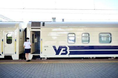 do-zaporizhzhya-rushiv-potyag-z-vidremontovanimi-vagonami-yak-viglyadayut.jpg
