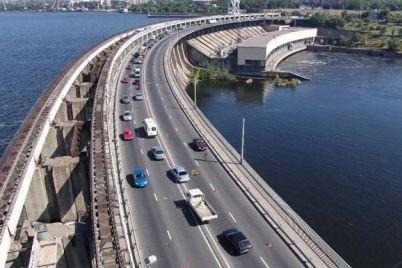 doroga-zhittya-greblya-dniproges-ta-slavnozvisni-mosti-predstavniki-vladi-u-zaporizhzhi-proinspektuvali-vazhlivi-infrastrukturni-obd194kti.jpg
