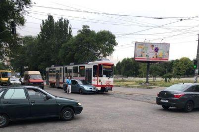 dtp-na-lermontova-stolknulis-mitsubishi-i-tramvaj-1.jpg