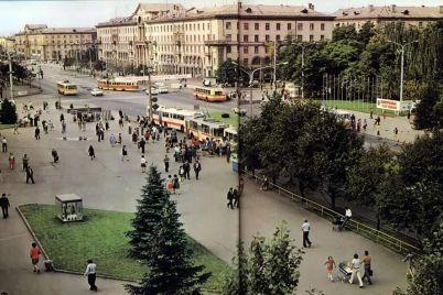 dzhinsi-klosh-vishivanki-ta-zabiti-tribuni-yak-viglyadalo-zaporizhzhya-u-seredini-70-h-foto.jpg