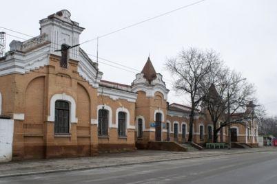 edva-ne-ubil-na-vokzale-zaporozhe-2-muzhchina-ranil-parnya.jpg