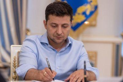 elektronnye-cheki-keshbek-i-kassovyj-apparat-zelenskij-podpisal-zakon-dlya-malogo-biznesa.jpg