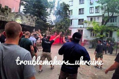faery-kriki-i-petardy-v-zaporozhe-mezhdu-futbolnymi-fanatami-voznik-konflikt-1.jpg