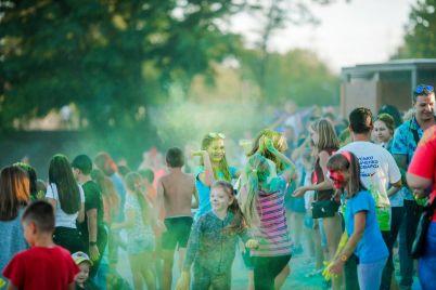 festival-holi-ta-sportivni-zmagannya-yak-sotni-zaporizhcziv-vidsvyatkuvali-den-molodi.jpg