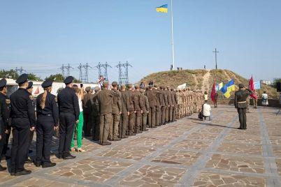 flag-ukrainy-torzhestvenno-podnyali-na-horticze.jpg