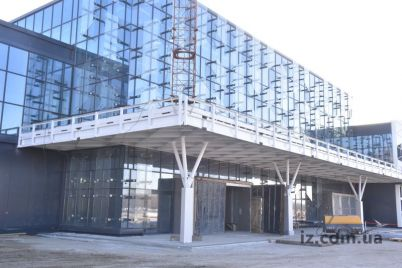 glava-verhovnoj-rady-oczenil-novyj-terminal-v-zaporozhskom-aeroportu.jpg