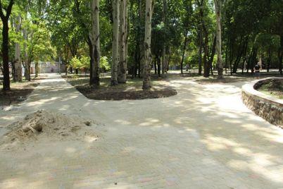 gory-peska-i-trotuarnoj-plitki-kak-prohodit-rekonstrukcziya-skvera-na-kichkase-foto.jpg