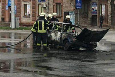goryashhee-posredi-uliczy-avto-na-prospekte-shevchenko-tushili-8-spasatelej-foto-1.jpg