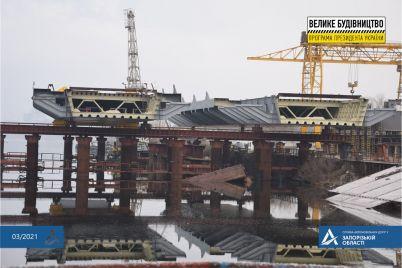 gotovy-k-nadvizhke-kak-prodvigayutsya-raboty-na-strojploshhadkah-zaporozhskih-mostov.jpg