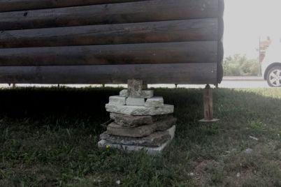 hatka-na-kuryachih-lapkah-u-zaporizhzhi-rozmistili-obd194kt-yakij-mozhe-prizvesti-do-tragedid197-foto.jpg