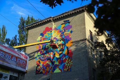 hudozhnik-iz-nyu-jorka-narisoval-mural-k-250-letiyu-zaporozhya-fotoreportazh.jpg