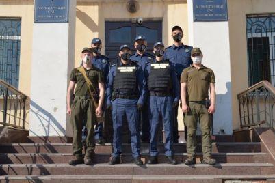i-eshhe-odin-vedushhij-sud-zaporozhskoj-oblasti-vzyat-pod-ohranu-sotrudnikami-novoj-struktury.jpg