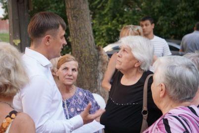 igor-chumachenko-organizoval-dlya-zhitelej-kosmicheskogo-mikrorajona-den-soseda.jpg