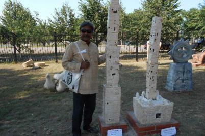 indus-polyaki-i-ukrainczy-ukrasili-originalnymi-skulpturami-sad-selskoj-shkoly-v-zaporozhskoj-oblasti.jpg